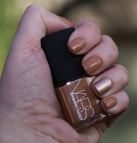nars-easy-walking-right-swatch